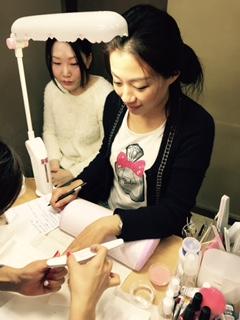 【中国提携校情報】エンパイア・NY・ネイルスクール東京銀座校に中国北京の提携校から劉校長先生と生徒様がJNECネイリスト技能検定試験のお勉強にいらしています♪